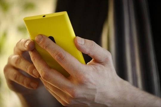 Mobile-phone_LK_Antti-Aimo-Koivisto.jpg